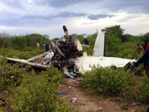 Люди чудом выжили после крушения самолета