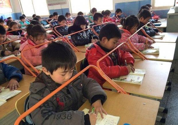 Как в китайских школах тренируют осанку